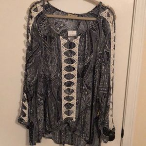 ♦️🆕♦️Unique blouse! Very flattering on!!!